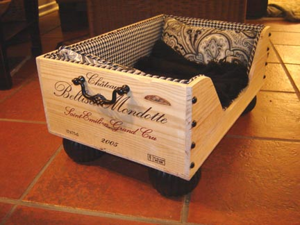 Cool creative way to design dog beds wooftalk for Creative crates